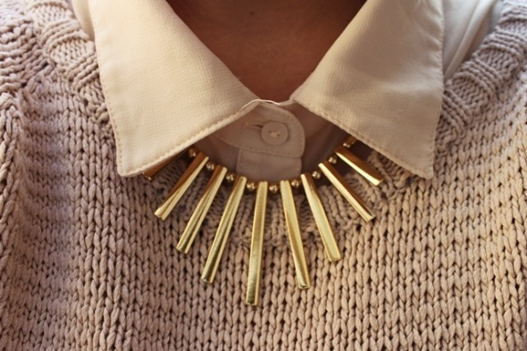 White classic collar paired with a Gold Necklace.