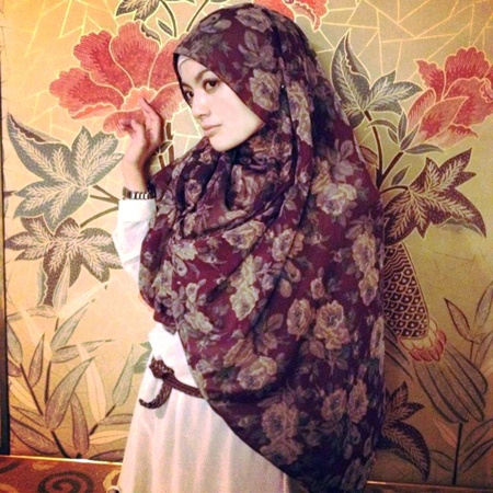 a Flower hijabs for muslim womens...simply chic casual :)