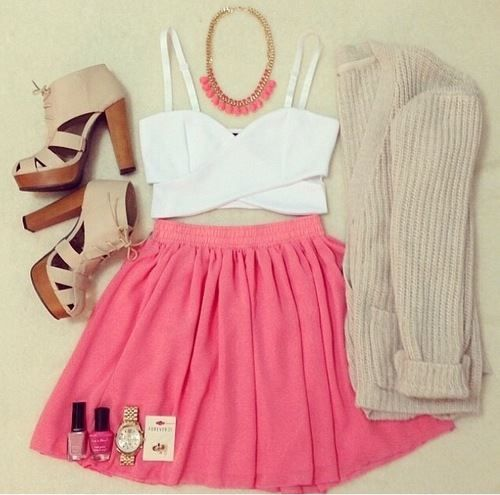 OUTFIT style : The feminin sweet with Pink Skirt and Necklace.