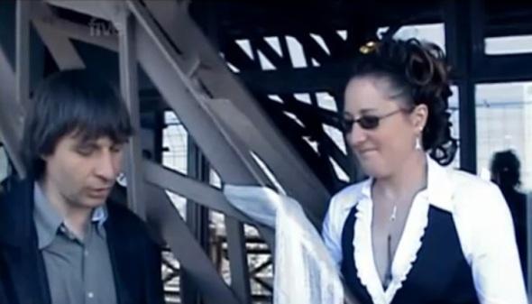 weirdest-wedding-eiffel-tower2