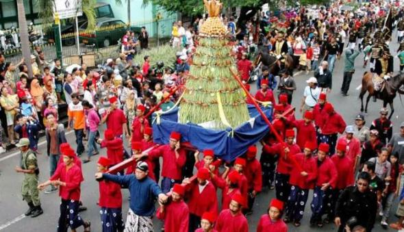 Sekaten festival which lasts for seven full days will be covered with 'Grebeg Mulud' tradition that falls on the birthday of Prophet Muhammad.