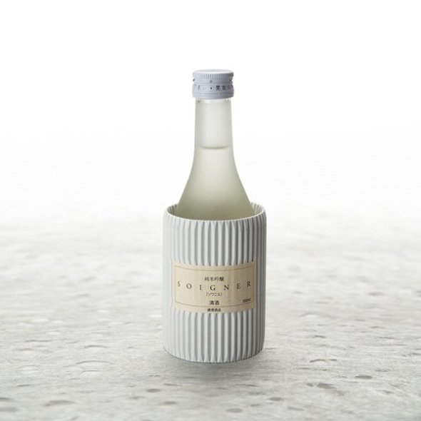 "A taste clear as crystal, exquisitely expressed in a 300-milliliter bottle ""SOIGNER"""