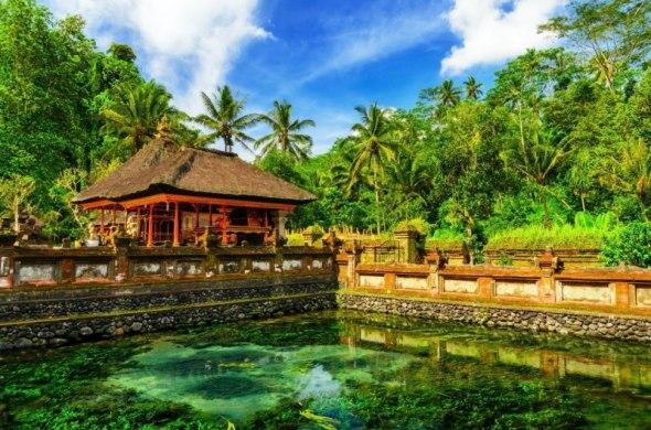 BALI : The cool water splashed on Pura Tirta Empul, Bali