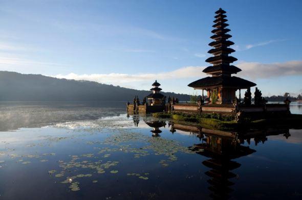 BALI : Lake Bratan Temple, Bedugul, Bali