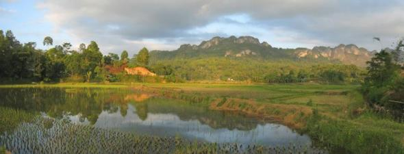 Lake Ke'te 'Kesu: Stress and fatigue vanished as the bustle of the city while in the silence of the lake in Tana Toraja. Tana Toraja from Makassar can be reached within approximately 328 km.
