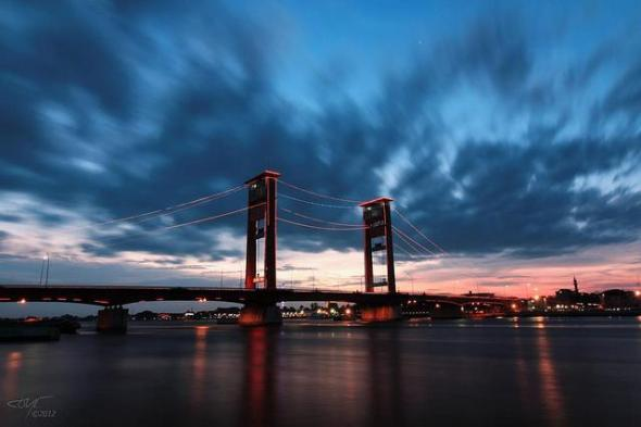 PALEMBANG : Ampera Bridge was built in 1965 and crosses the Musi River with a length of more than 1,000 meters which makes it the longest bridge in Southeast Asia.