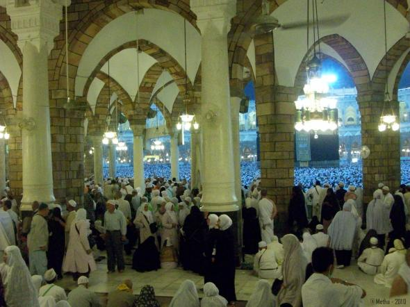 Image : Hajj Journey - 2010. Lot's of people were having an iktikaf (stay night) at Harram Mosque. (Personal Doc.)